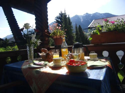 Frühstück am Ostbalkon